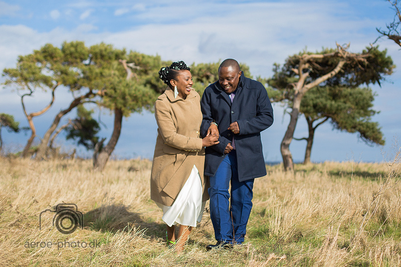 This happy and laughing wedding couple from Africa confirmed that this place on the island of Aeroe really does look like an African savannah.