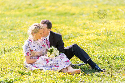 The flowers are back on the island Ærø, just see this wedding couple from a few days back.