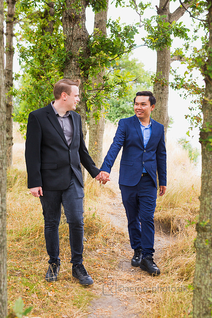 Recent wedding-photo from the island Ærø. Visited one of my favourite locations with this happy and relaxed LGBT couple. Notice the yellow grass, it has been a long dry season this year.